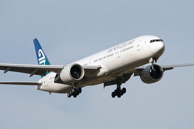 Air New Zealand Boeing 777-300 ZK-OKM