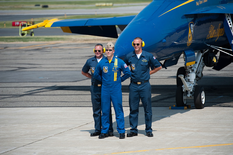 Pilot with his ground crew after flight