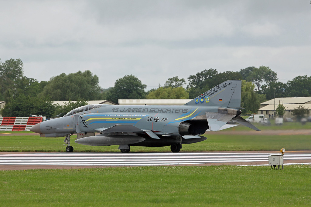 38 28 McDonnell Douglas F-4F 'Phantom' (RAF Fairford) German Air Force JG71 [1]