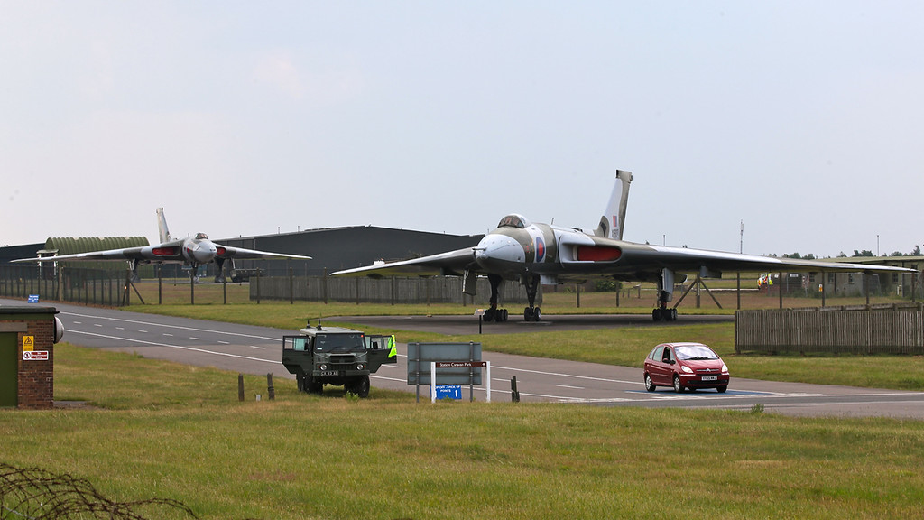 Vulcan XM607 and XM558 (G-VULC) (Waddington Airshow 2011)