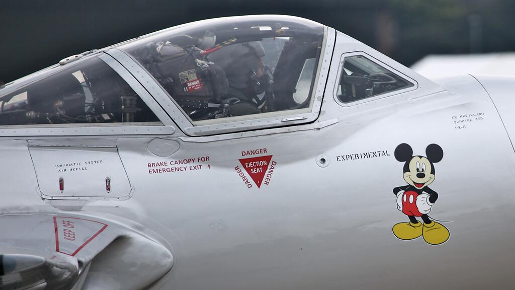 LN-DHZ F+W Emmen Vampire T55 (DH-115) (Waddington Airshow 2011)