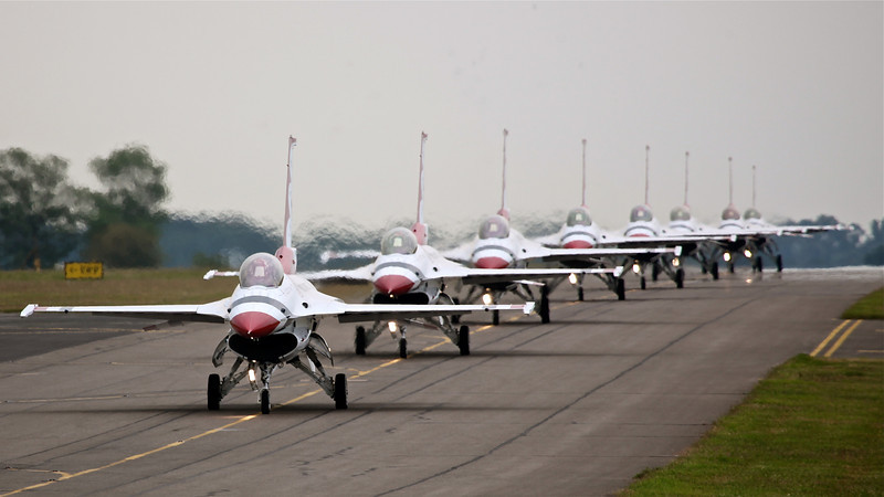 Th USAF 'Thunderbirds' (Waddington Airshow 2011)