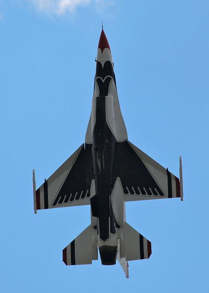 Th USAF 'Thunderbirds' (Waddington Airshow 2011)