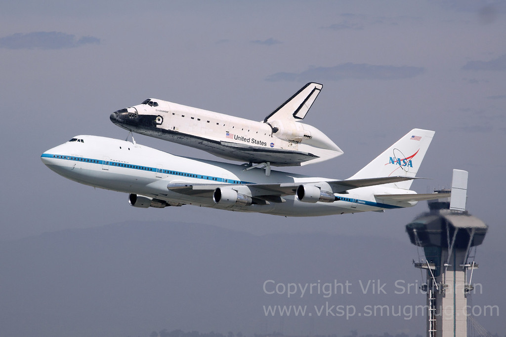 http://www.vksphoto.com/Airplanes/Air-Shows/Endeavour-Arrives-in-LA/i-h4mQ2Lp/0/XL/IMG7613-XL.jpg