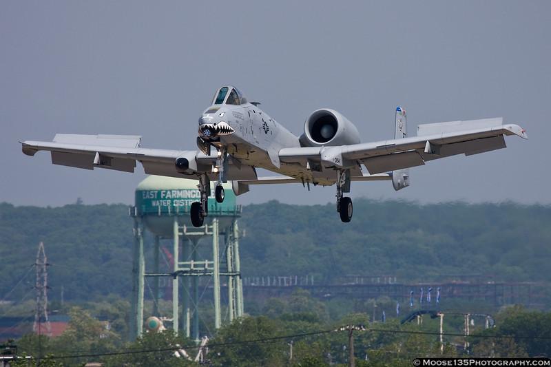 IMAGE: http://www.moose135photography.com/Airplanes/Air-Shows/Jones-Beach-Air-Show-2011/i-c5DWd7x/0/L/JM20110529A-1080-0194002-L.jpg