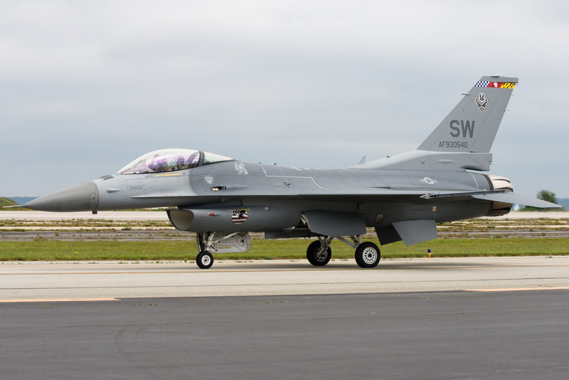 The F-16 taxis by the flight line.