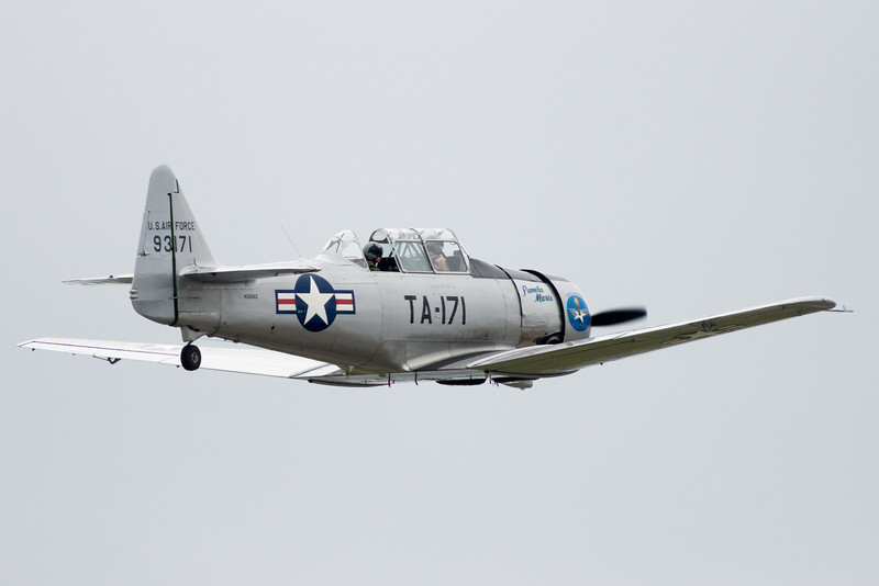 A North American Texan departs.