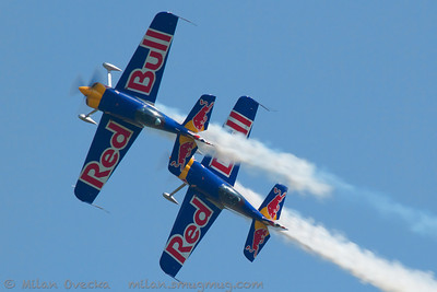 SBach 300, The Red Bull Matadors, Steve Jones and Paul Bonhomme, The Jubilee Air Show, Duxford.