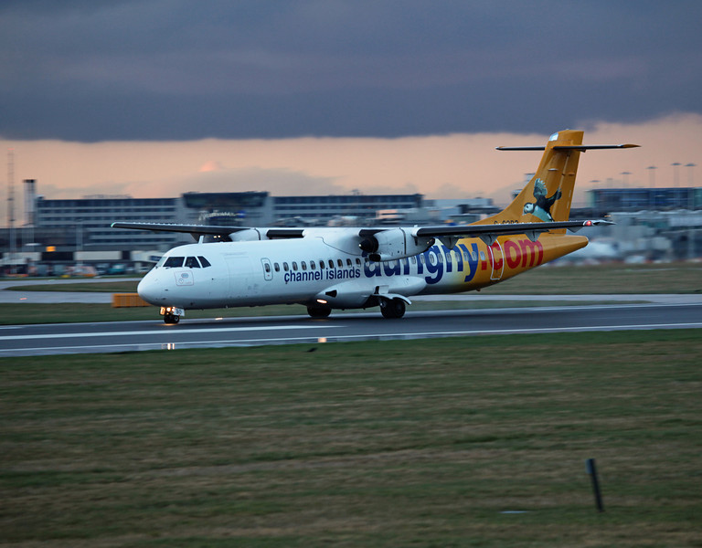 G-COBO ATR 72-212 A (MAN) AURIGNY (Channel Islands) (2)
