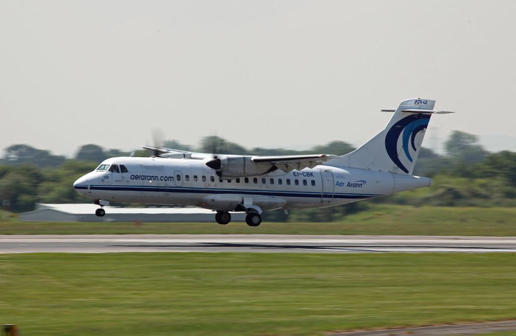 EI-CBK ATR42-300 (MAN) Aer Arann (3)