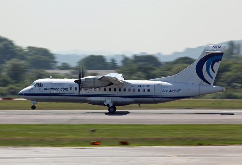 EI-CBK ATR42-300 (MAN) Aer Arann (2)