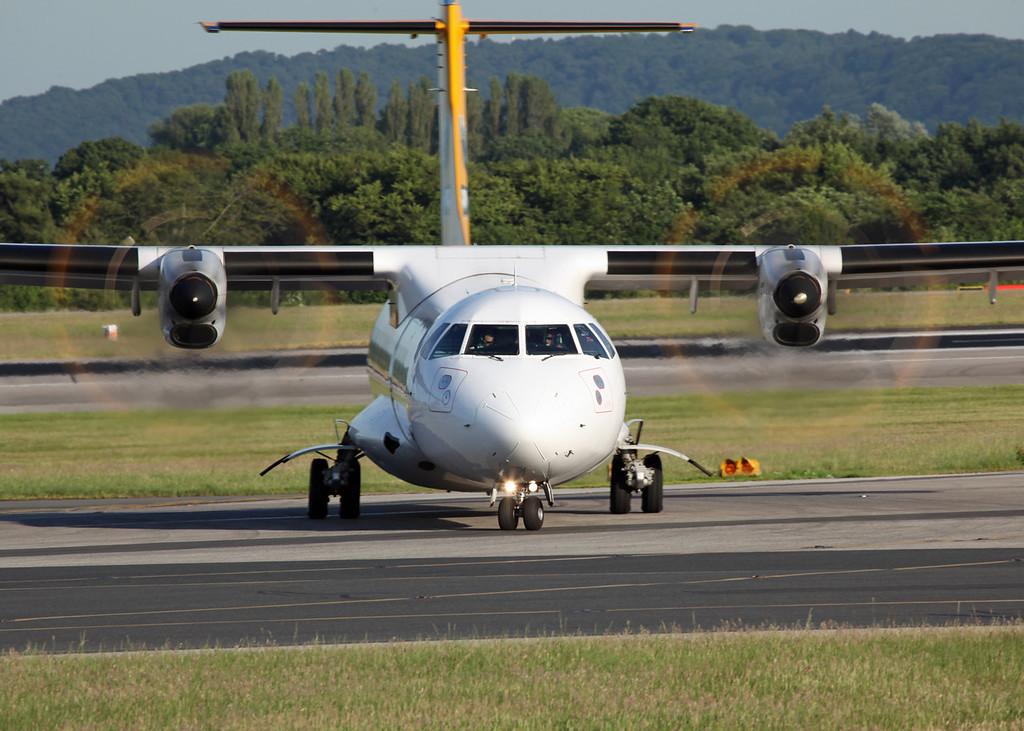 G-COBO ATR 72-212 A (MAN) AURIGNY (Channel Islands) 6
