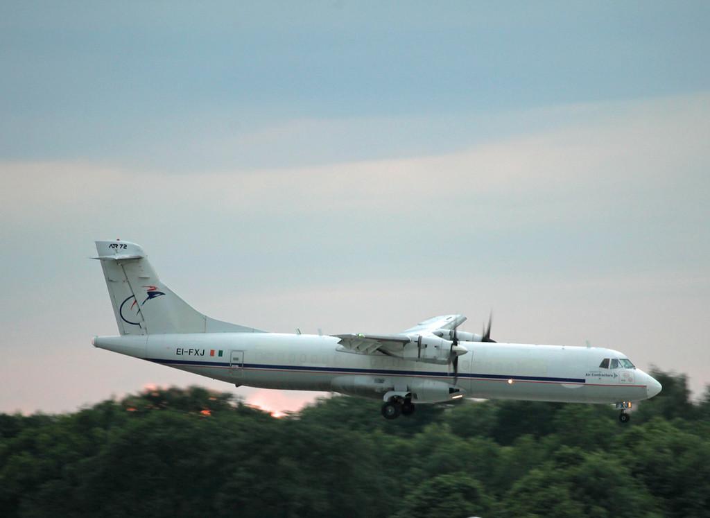 EI-FXJ ATR 72-202F (MAN) Air Contractors (2)
