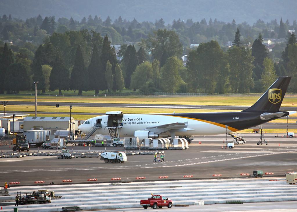 N137UP Airbus A300F4-622R (Portland Airport, Oregon) United Parcel Service (UPS)