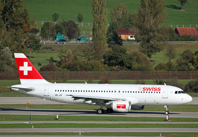 HB-IJV Airbus A320-214 (Zurich) Swiss International Air Lines