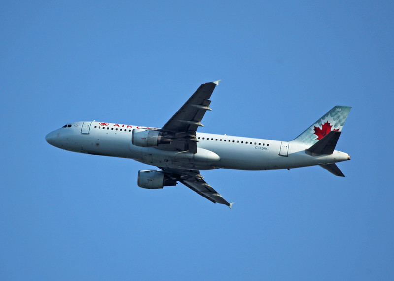 C-FDRH Airbus A320-211 (in flight over Vancouver) Air Canada