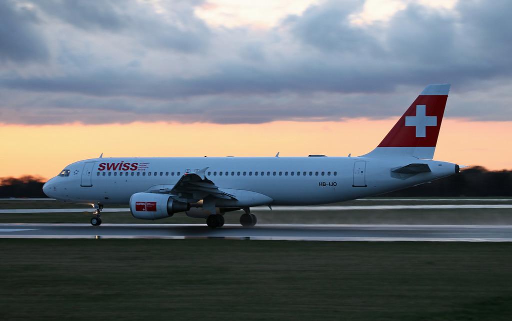 HB-IJO A320-214 (MAN) Swiss (3)