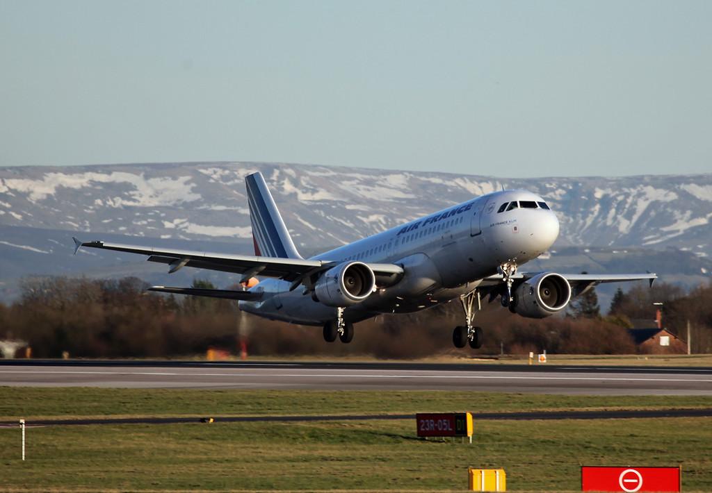 F-GKXU A320-214 (MAN) Air France