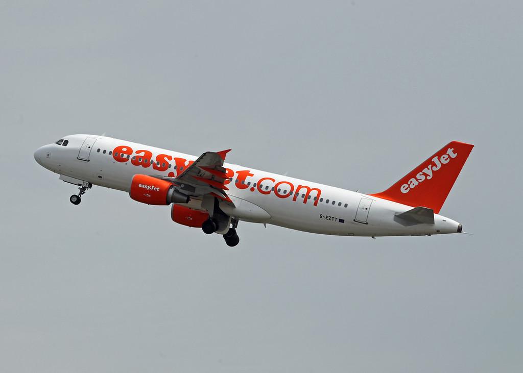 G-EZTT Airbus A320-214 (MAN) Easyjet [2]