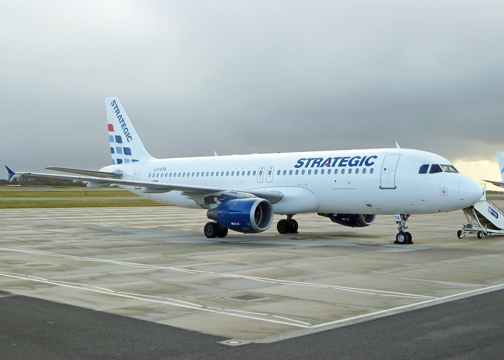 LX-STA Airbus A320-212 (MAN) Strategic Airlines