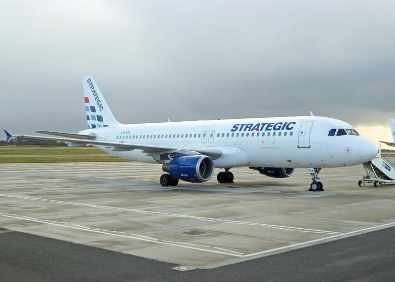 LX-STA Airbus A320-212 (MAN) Strategic Airlines
