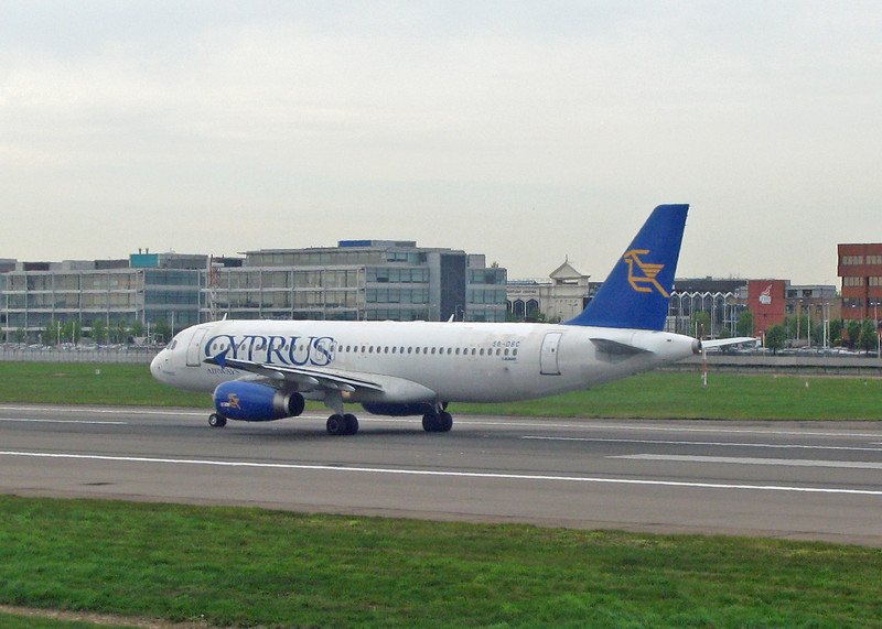 5B-DBC Airbus A320-231 (LHR) Cyprus Airways