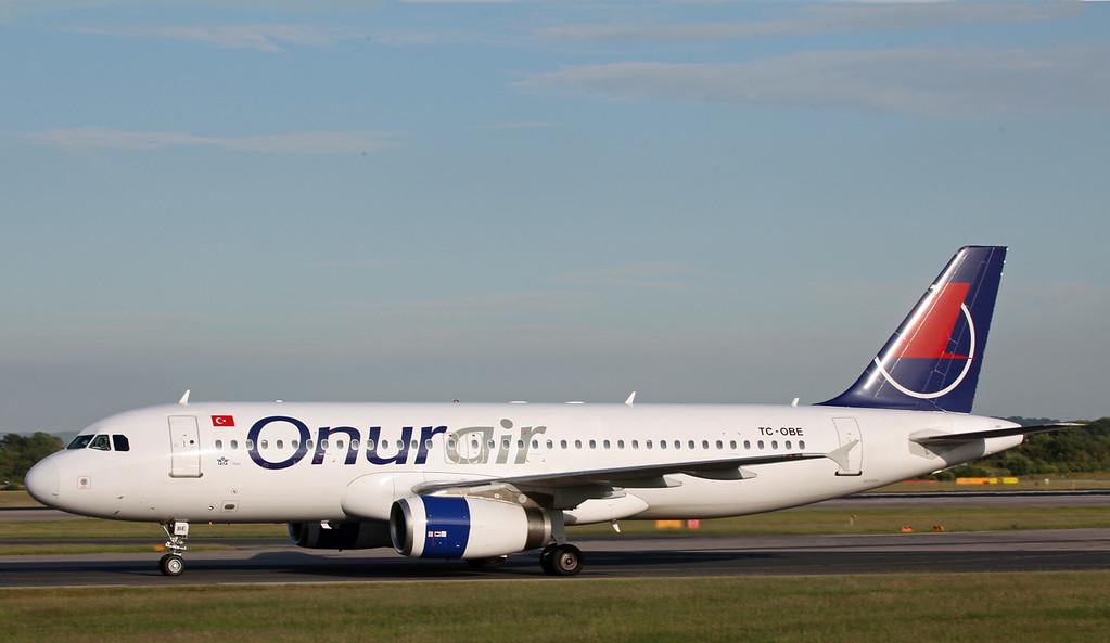TC-OBE A320-232 (MAN) Onur Air 2