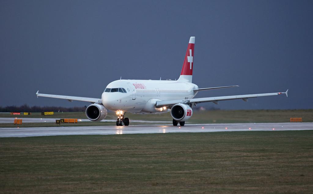 HB-IJO A320-214 (MAN) Swiss