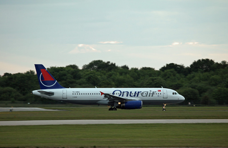TC-OBG A320-200 (MAN) Onur Air (2)