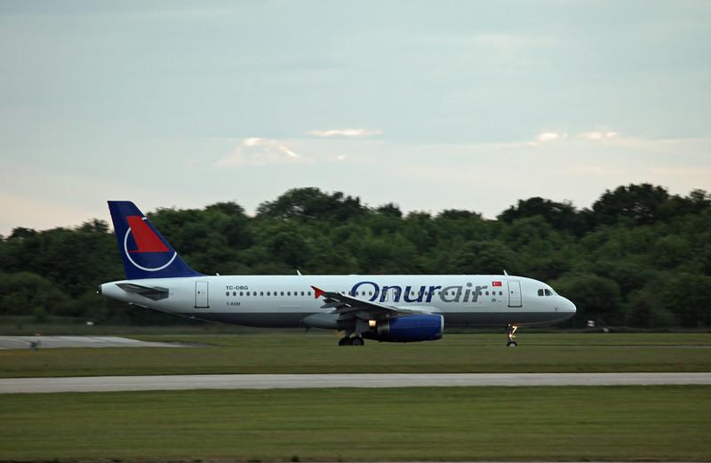 TC-OBG A320-200 (MAN) Onur Air (2)