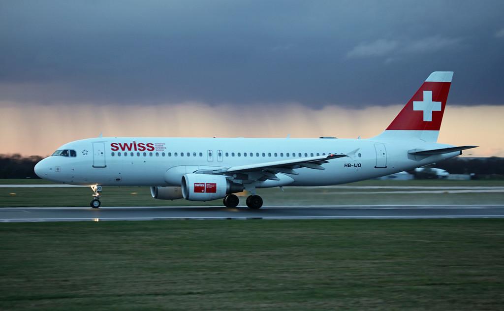 HB-IJO A320-214 (MAN) Swiss (2)