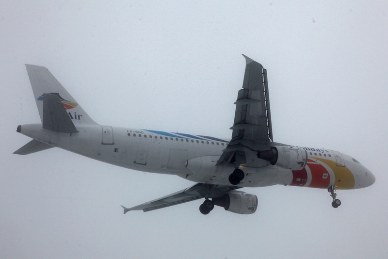 LZ-BHD Airbus A320-211 (MAN) Balkan Holidays Air (BH Air)