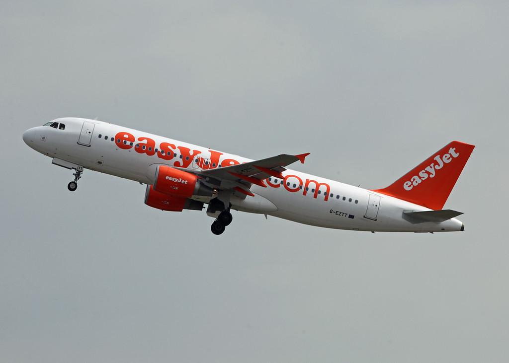 G-EZTT Airbus A320-214 (MAN) Easyjet