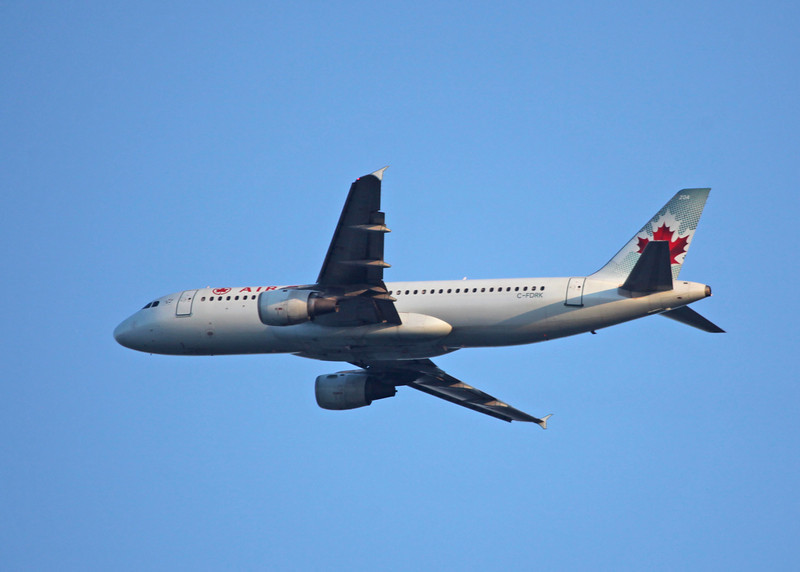 C-FDRK Airbus A320-211 (in flight over Vancouver) Air Canada