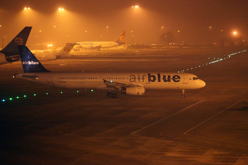 AP-BJB A321-231 (MAN) Air Blue (2)