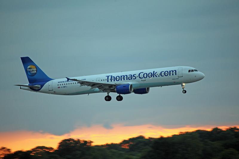 G-OMYJ A321-211 (MAN) Thomson (2)