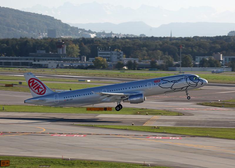 OE-LEZ Airbus A321-211 (Zurich) Niki 2