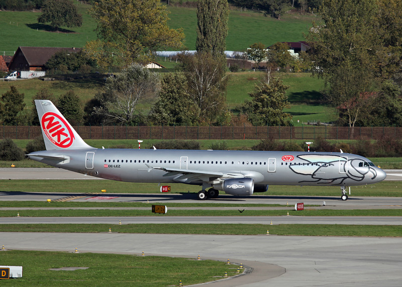 OE-LEZ Airbus A321-211 (Zurich) Niki