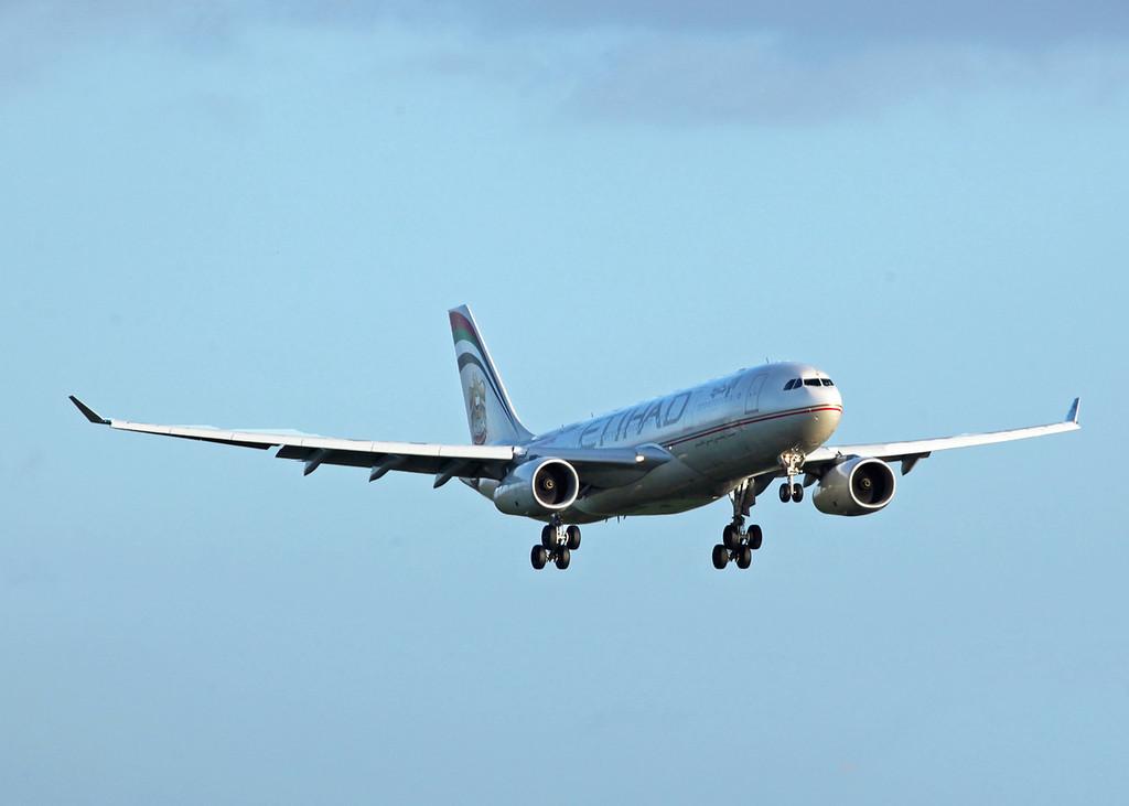 A6-EYR Airbus A330-243 (MAN) Ethiad Airways 3