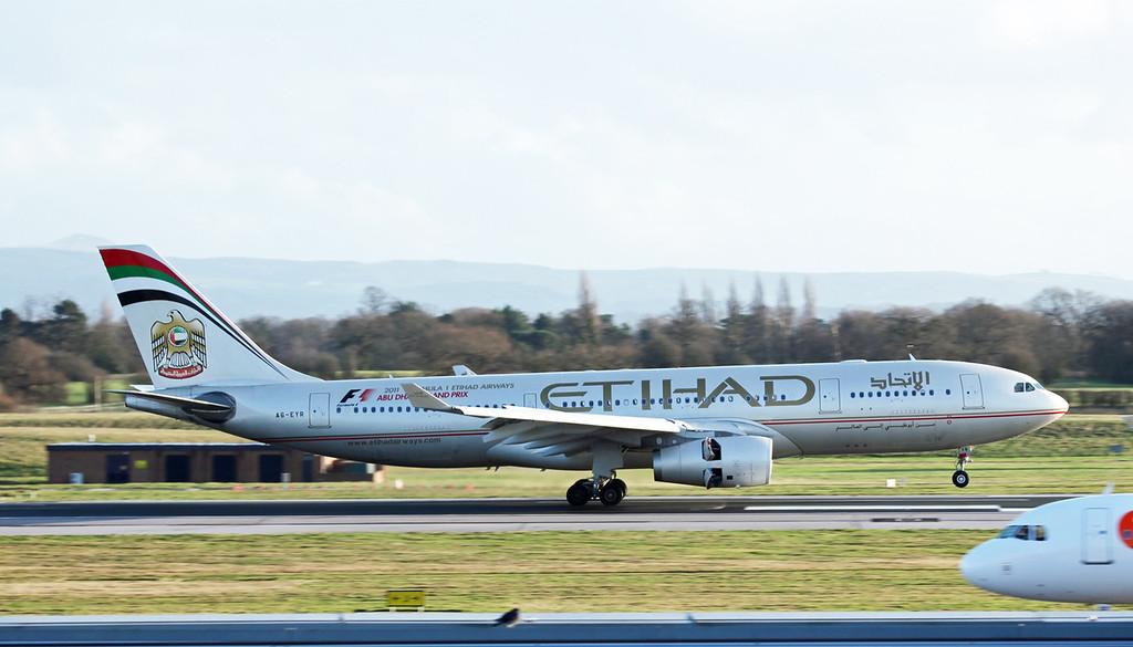 A6-EYR Airbus A330-243 (MAN) Ethiad Airways 4