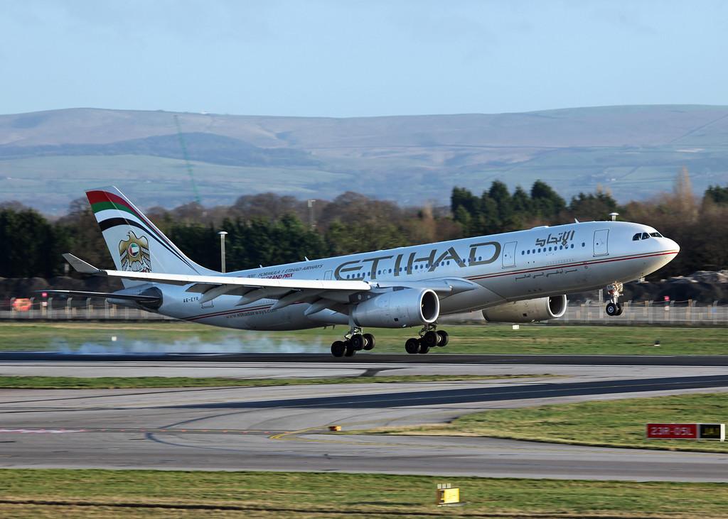 A6-EYR Airbus A330-243 (MAN) Ethiad Airways