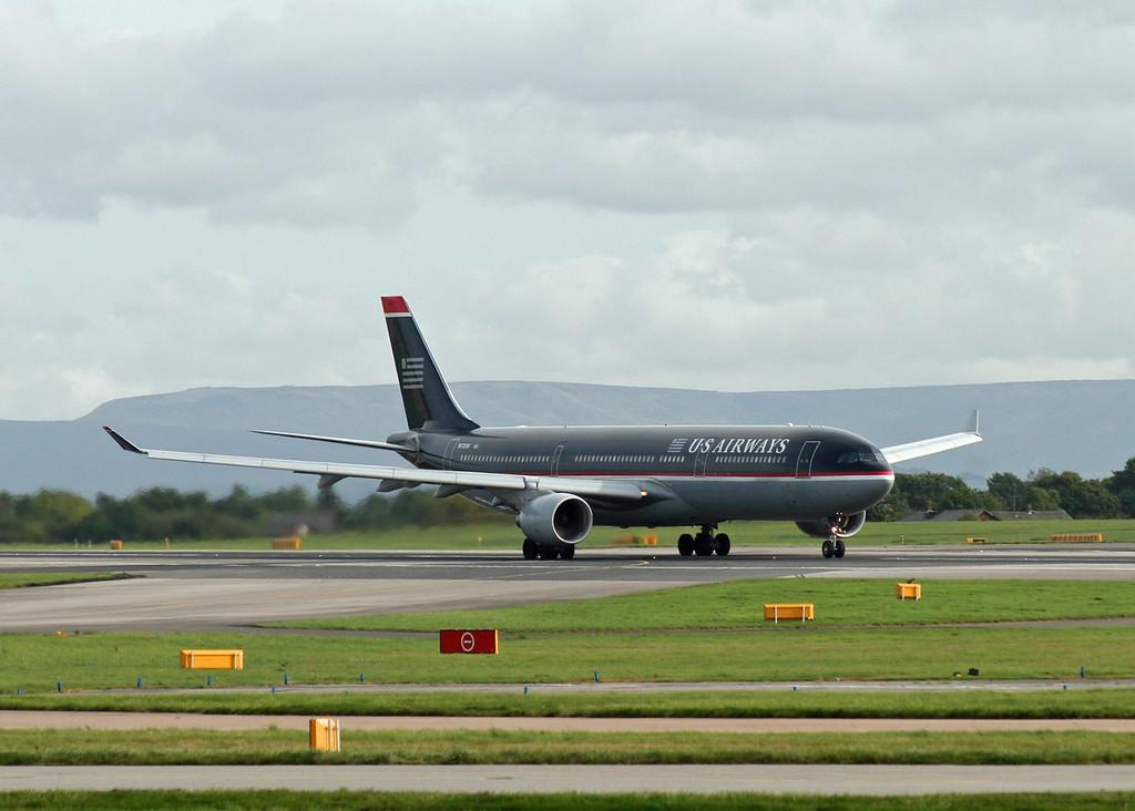 N672UW Airbus A330-323X (MAN) US Airways 2