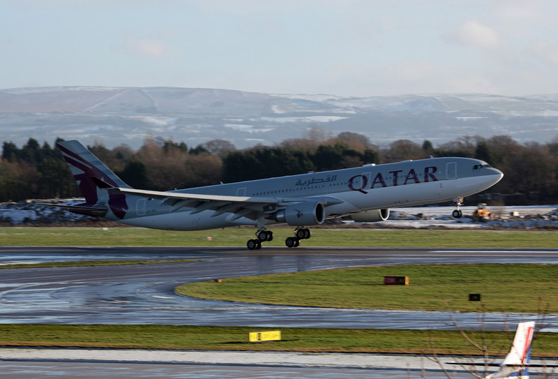 A7-AEG A330-202 (MAN) Qatar Airways (5)