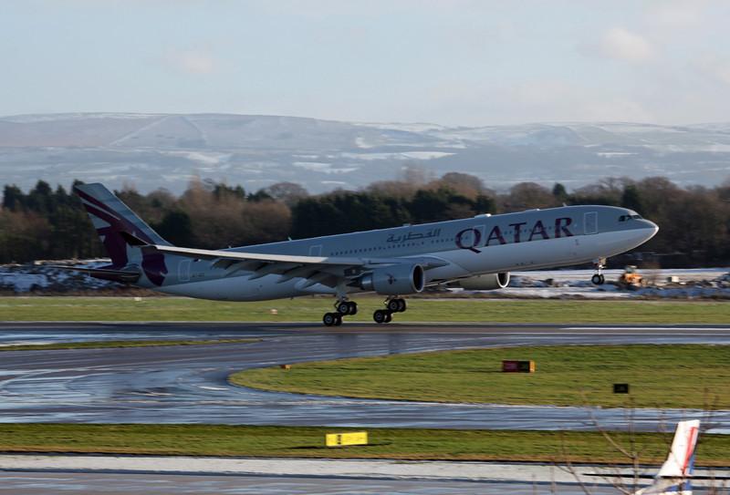 A7-AEG A330-202 (MAN) Qatar Airways (5)