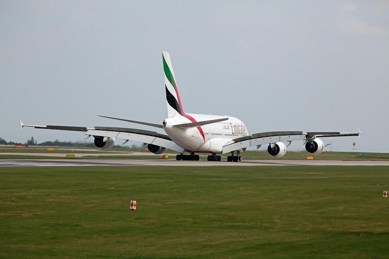 A6-EDI A380-800 (MAN) Emirates 8