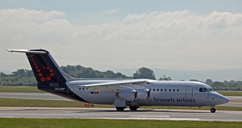 OO-DWF BAE 146-RJ100 (MAN) Brussels Airlines (4)