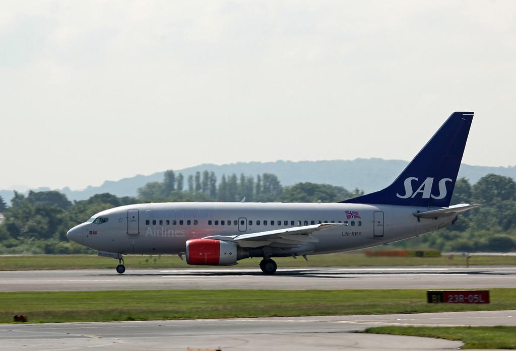 LN-RRY B737-600 (MAN) SAS Scandinavian Airlines
