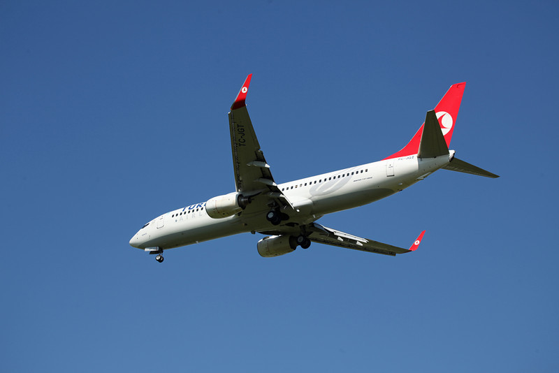 TC-JGT B737-8F2 (MAN) Turkish (3)