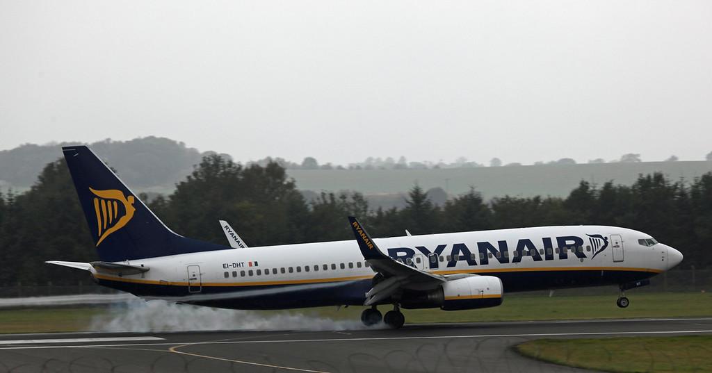 EI-DHT B737-800 (Edinburgh) Ryanair 2
