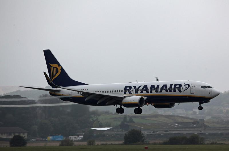 EI-DHT B737-800 (Edinburgh) Ryanair 4